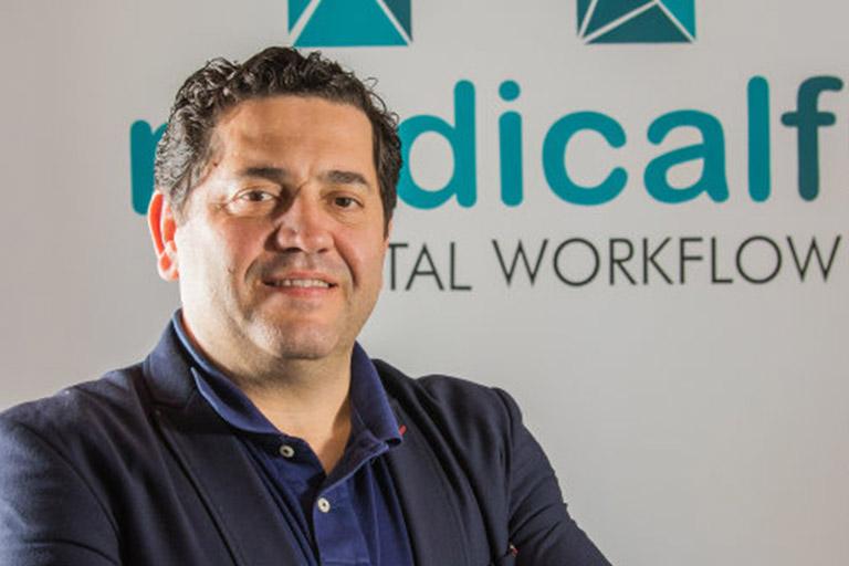 Medicalfit. Pedro Perales apoya los premios Gacela Dental